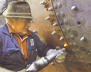 Riveter Wilhem Trygg at work on the HANSTEEN in 1980.
